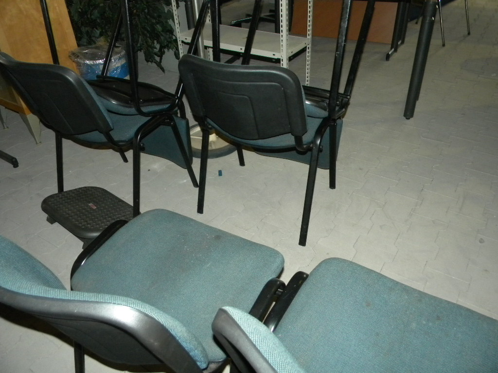 Kantoorstoelen 6 stuks foto geef ietwat vertekend beeld for Kantoorstoelen